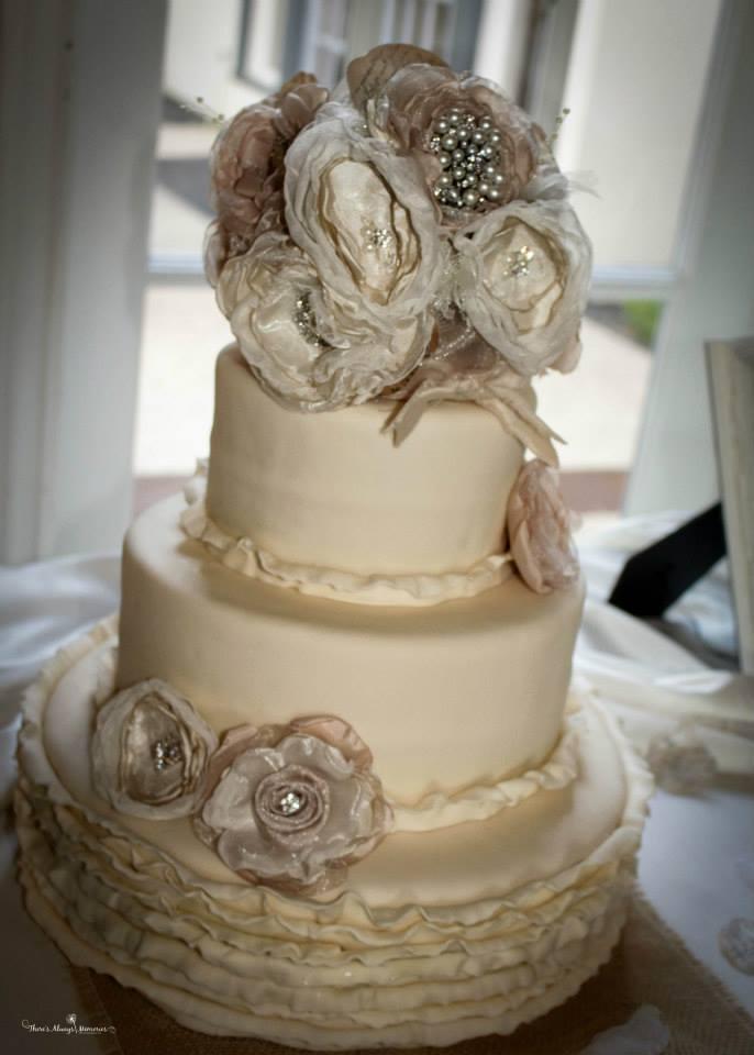 Rustic Weddings In Tampa Bay Burlap And Bling Rustic Wedding Decor