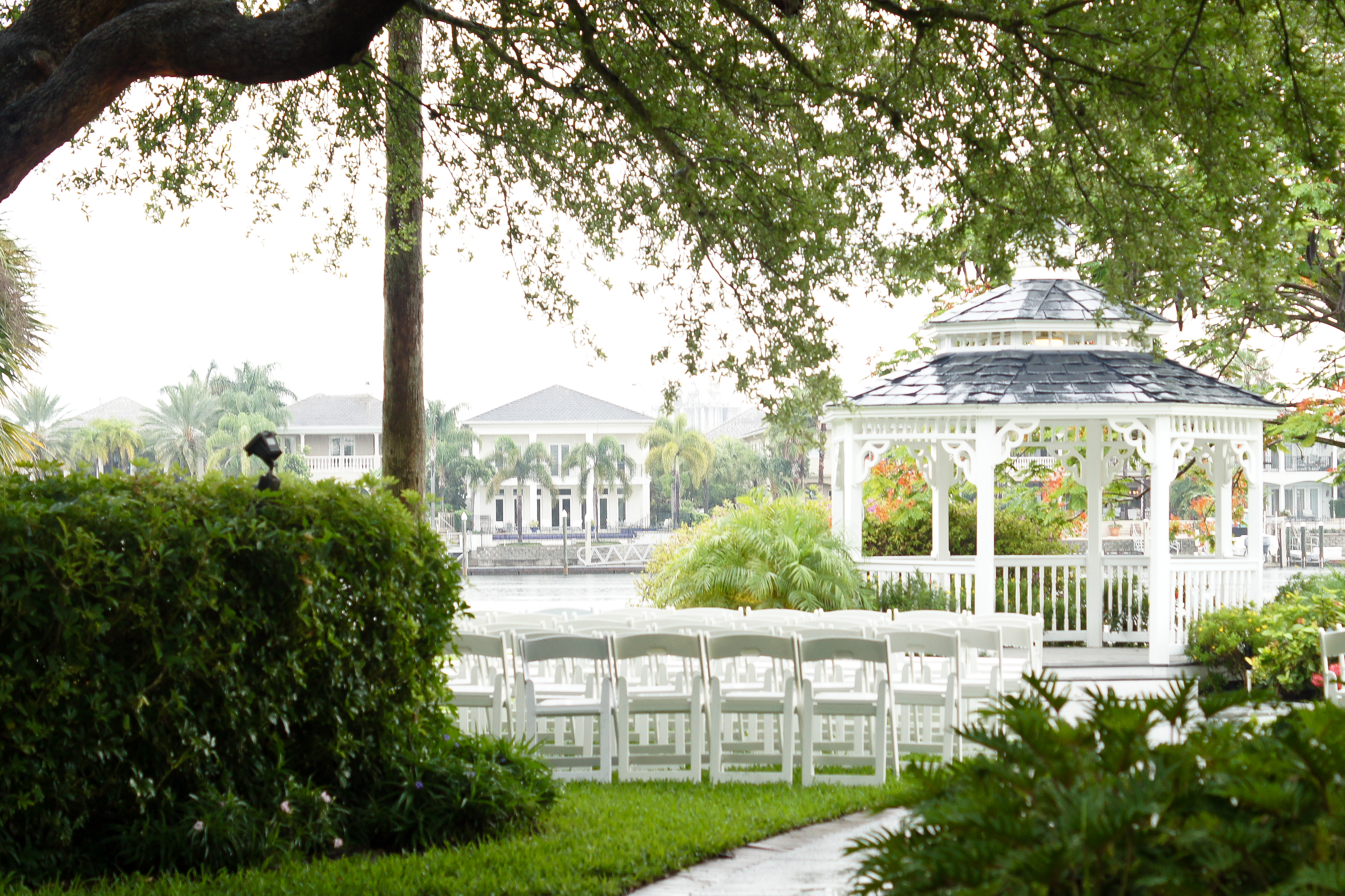 Davis island garden club tampa bridal show september 20 for Small outdoor wedding venues
