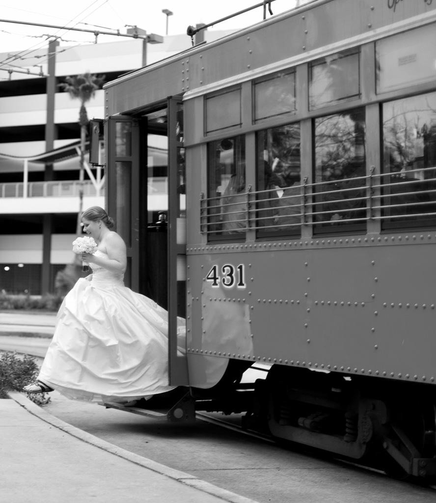 Navy & Pink Tampa Destination Wedding - The Florida Aquarium by Aaron Bornfleth Photographer (14)