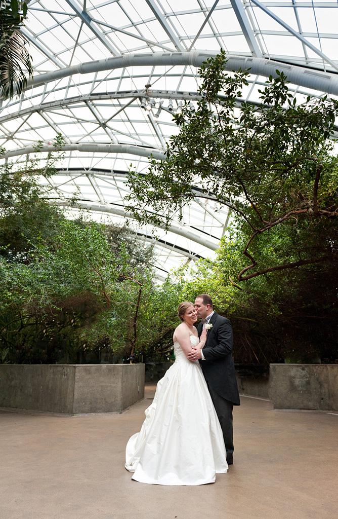 Navy & Pink Tampa Destination Wedding - The Florida Aquarium by Aaron Bornfleth Photographer (17)