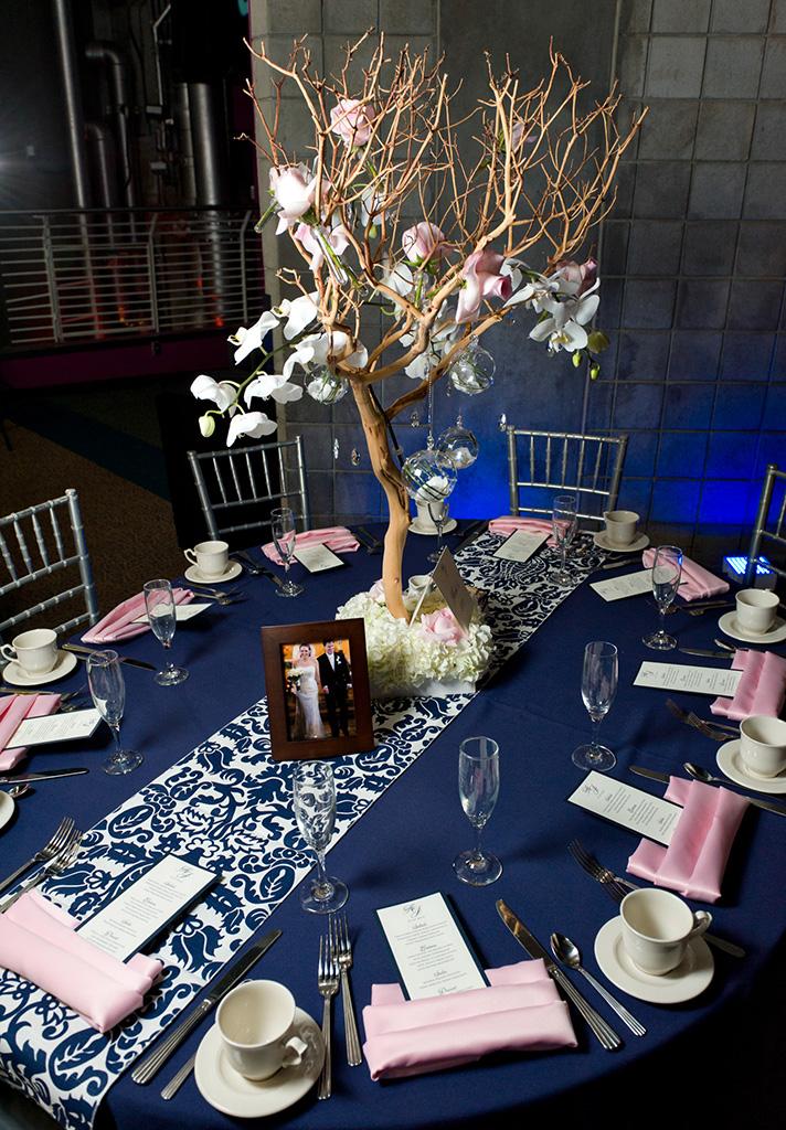 Navy & Pink Tampa Destination Wedding - The Florida Aquarium by Aaron Bornfleth Photographer (25)