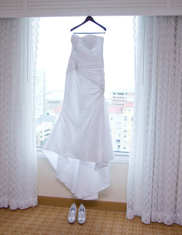 Elegant Purple & White Downtown Tampa Marriott Waterside Wedding by Tampa Wedding Photographer Eva's Photo Studio (4)