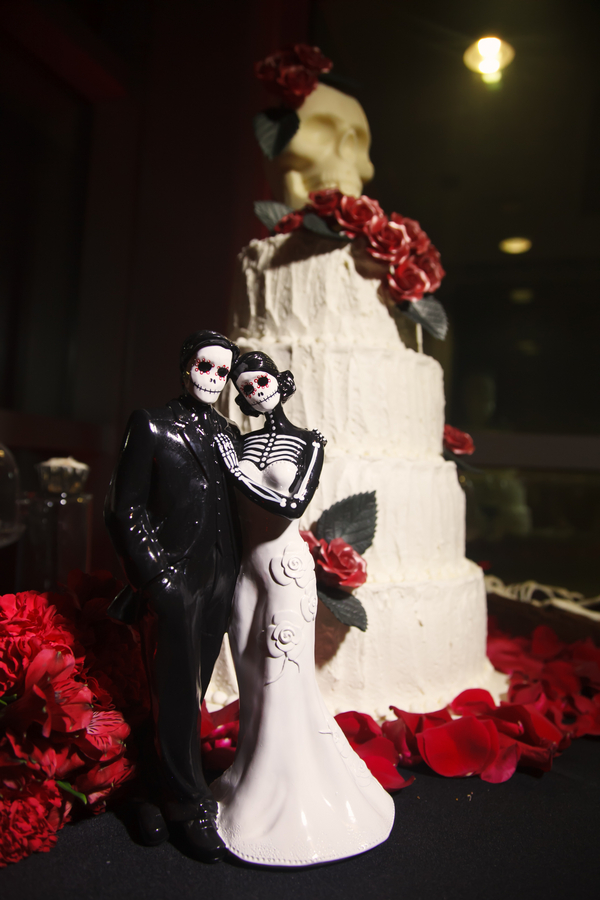 St. Pete Museum of Fine Arts Black & Red Halloween Themed Wedding - St. Petersburg, FL Wedding Photographer Carrie Wildes Photography (42)