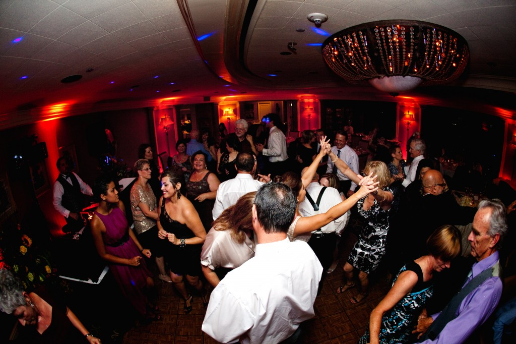 Best Tampa Wedding DJ - Music on the Move