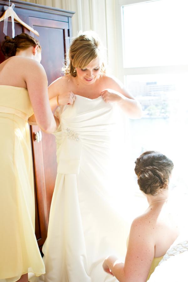 Cobalt Blue and Yellow Florida Aquarium Wedding - Tampa Wedding Photographer Horn Photography and Design (9)