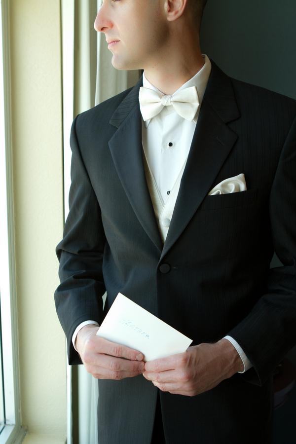 Cobalt Blue and Yellow Florida Aquarium Wedding - Tampa Wedding Photographer Horn Photography and Design (3)