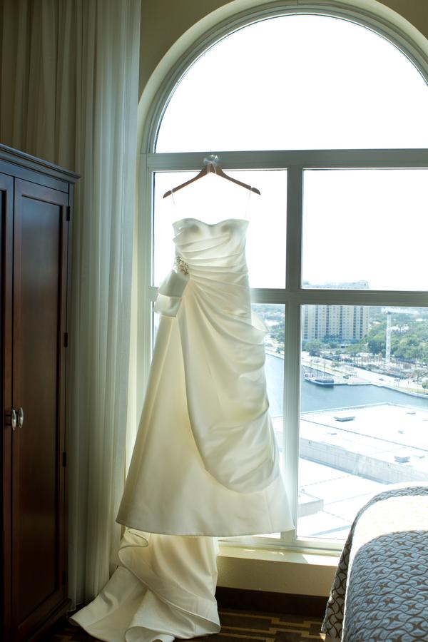 Cobalt Blue and Yellow Florida Aquarium Wedding - Tampa Wedding Photographer Horn Photography and Design (7)