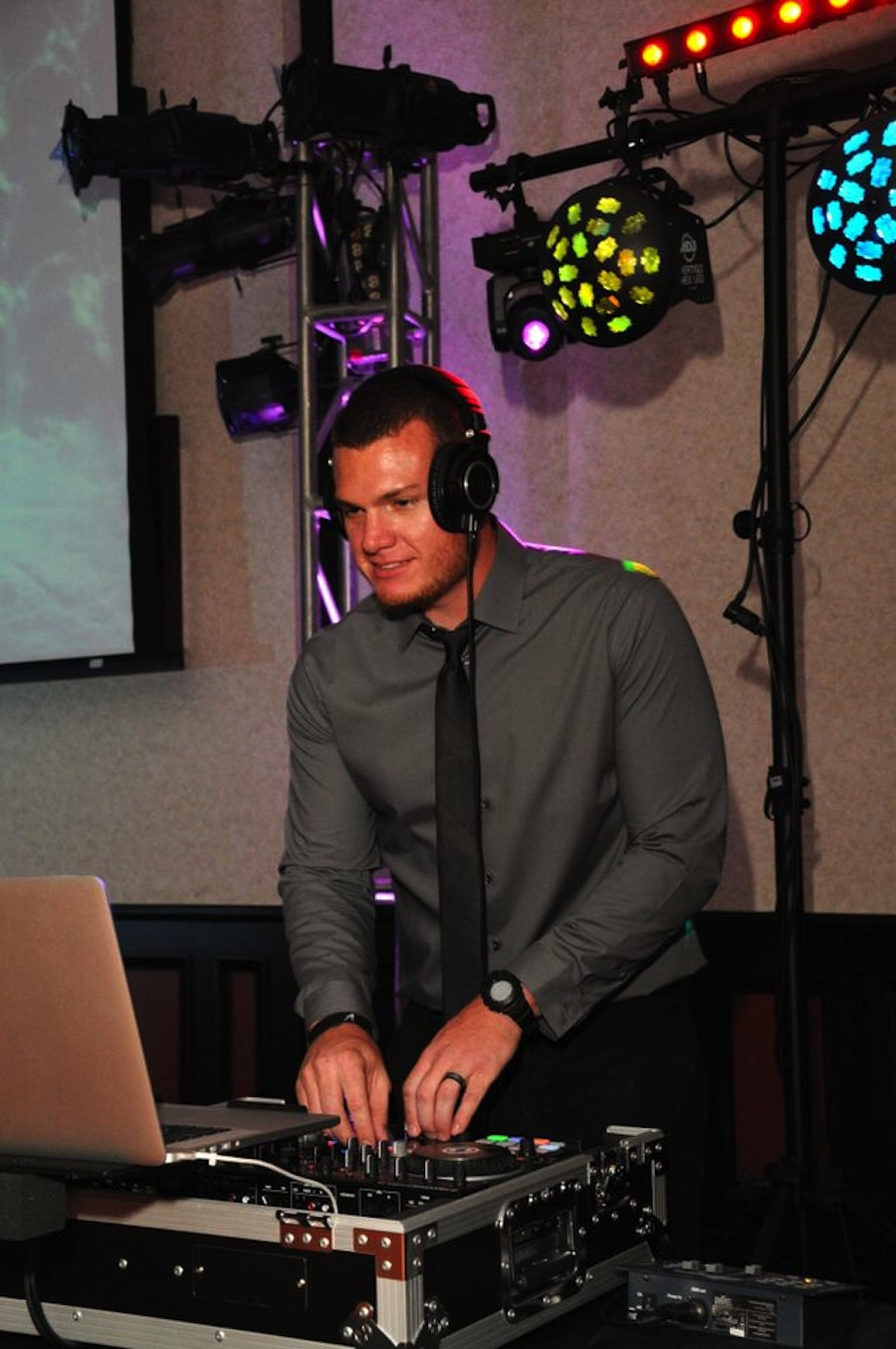 Tampa Wedding DJ   Breezin' Entertainment