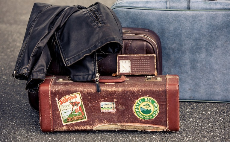 Vintage Suitcases and Luggage | Plant City Vintage Airport Engagement Shoot