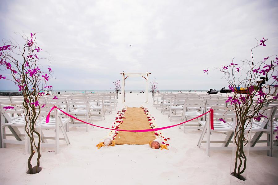 Beachfront, Waterfront Wedding Ceremony with Seashells and Starfish and Burlap Aisle Runner | Clearwater Wedding Venue Hilton Clearwater Beach