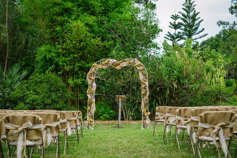 Charmant Burlap And Lace Outdoor Tampa Wedding Ceremony | USF Botanical Gardens  Wedding