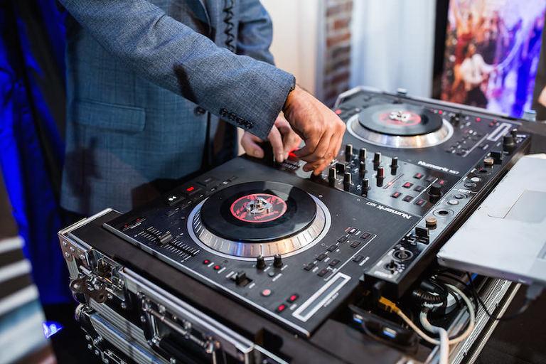 St. Petersburg Wedding DJ Breezin' Entertainment