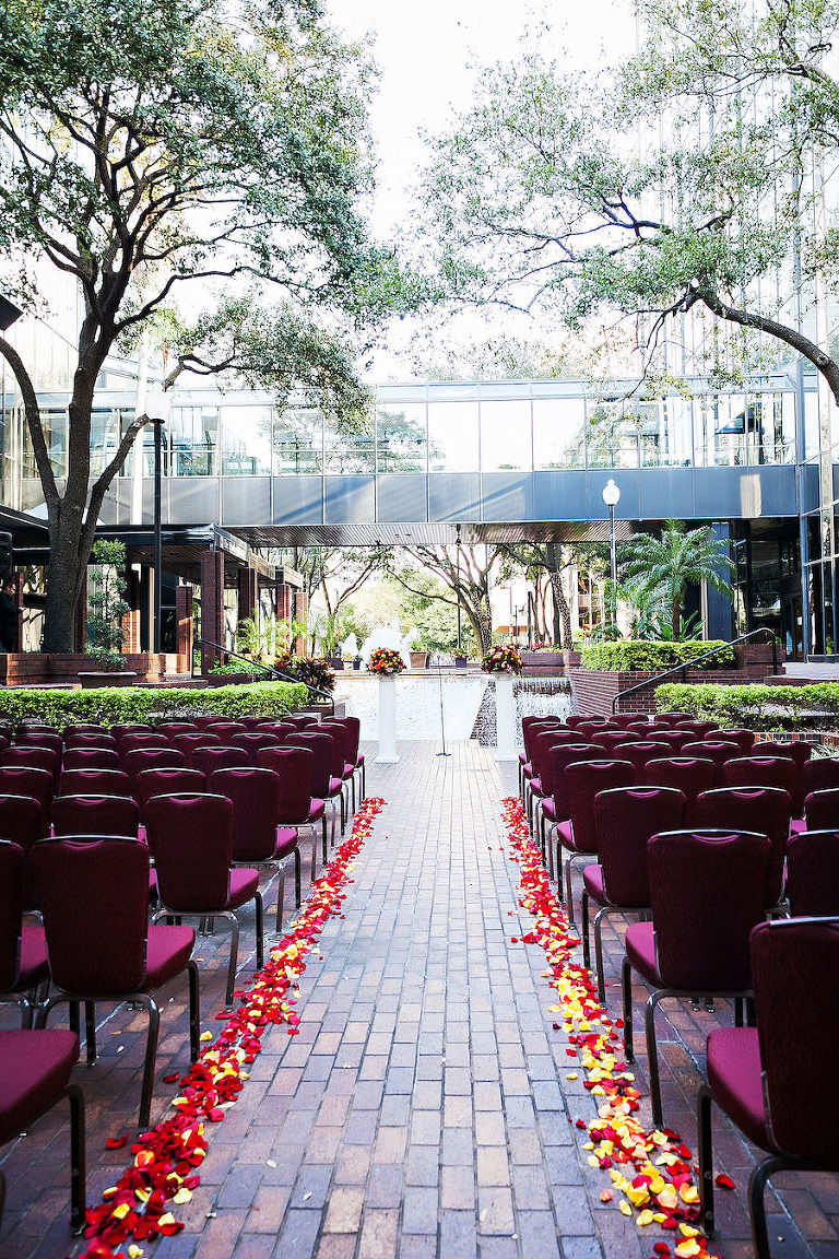 Outdoor Tampa Wedding Ceremony Venue Hilton Downtown Tampa | Tampa Wedding Photographer Limelight Photography