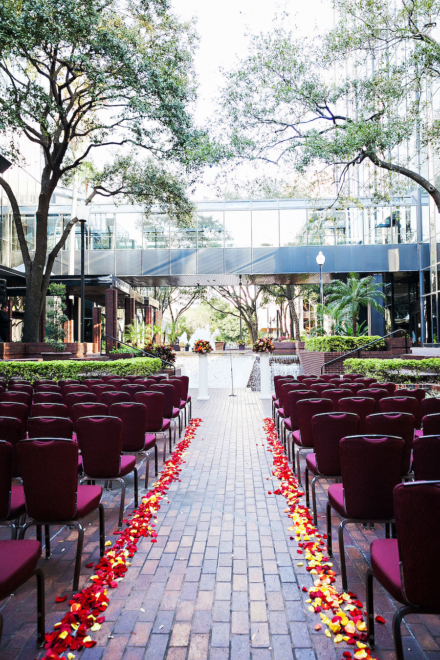 Outdoor Tampa Wedding Ceremony Venue Hilton Downtown Tampa   Tampa Wedding Photographer Limelight Photography