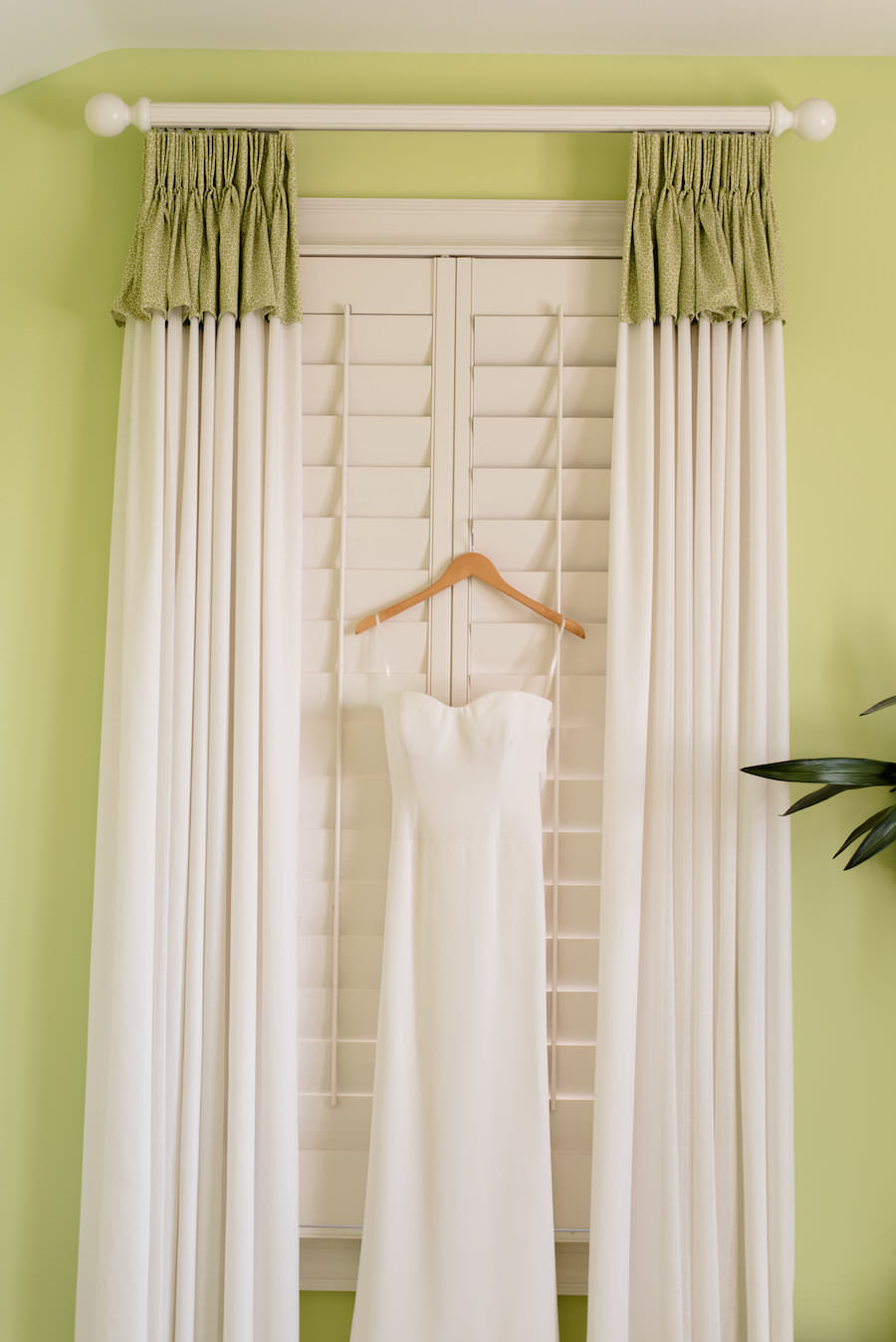 Ivory, Strapless Vera Wang Wedding Dress
