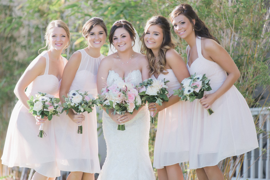Ivory and blush wedding inspiration | Bride and bridesmaids Wedding party portrait | Blush and ivory bridal bouquet