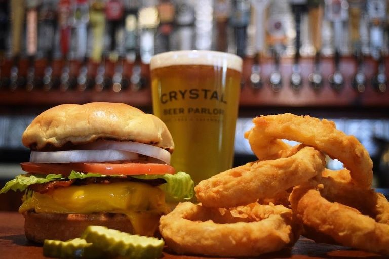 What to Do in Savannah | Crystal Beer Parlor
