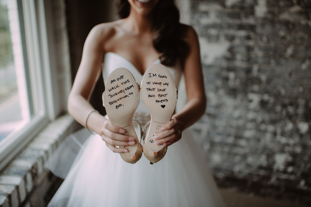 Bride Wedding Portrait Holding Shoes with Groom's Note to the Bride, White Sweetheart Tulle Skirt Wedding Dress | Tampa Bay Wedding Venue Oxford Exchange