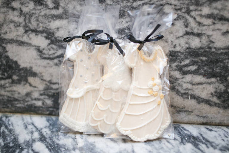 Custom Wedding Dress Cookie Favors by Alessi Bakeries | Marry Me Tampa Bay and Isabel O'Neil Bridal Fashion Runway Show 2018 | Tampa Wedding Photographer Lifelong Photography Studios
