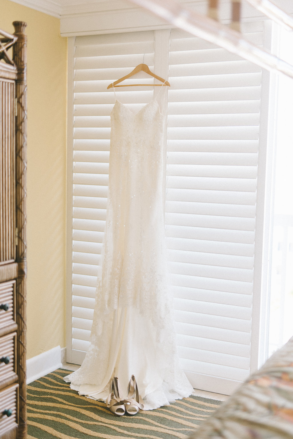 Lace V Neck Fitted and Spaghetti Strap Wedding Dress | Tampa Bay Photographer Kera Photography