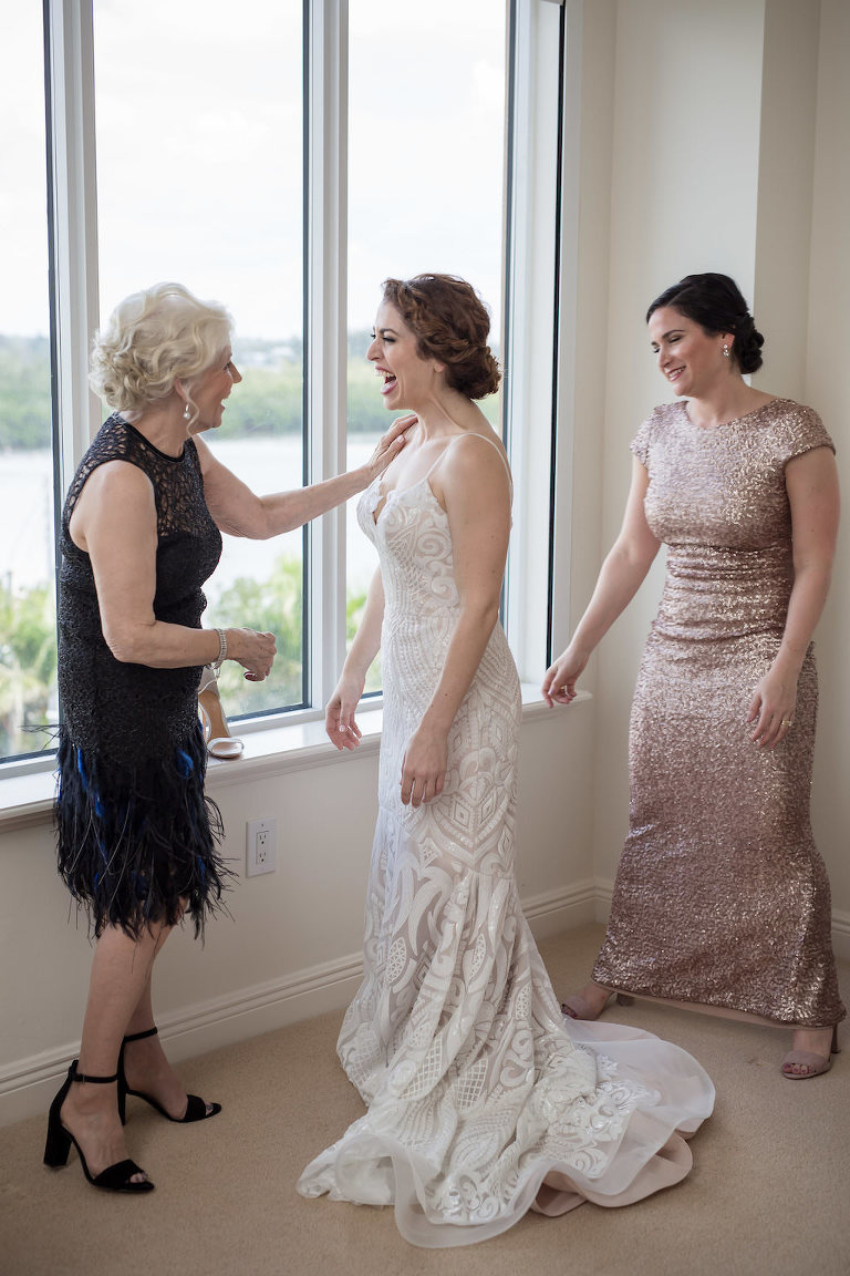 Florida Bride Getting Ready Wedding Portrait | Tampa Bay Photographer Cat Pennenga Photography