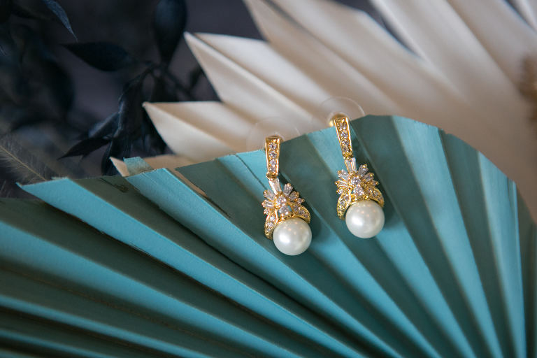 Yellow Gold, Diamonds and Pearl Drop Bridal Earrings Jewelry | Tampa Bay Wedding Photographer Carrie Wildes Photography