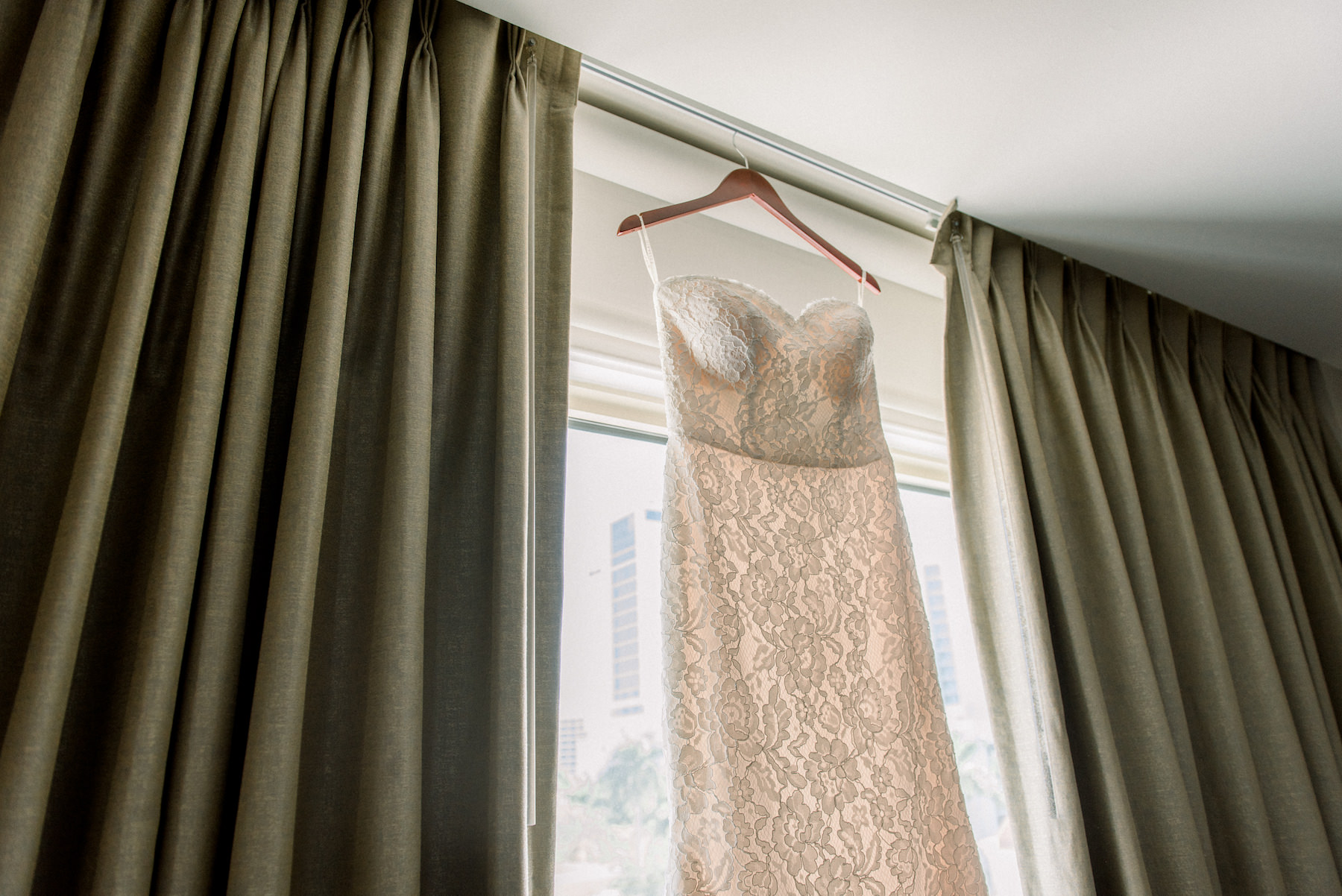 Romantic Lace Strapless and Sweetheart Neckline Wedding Dress