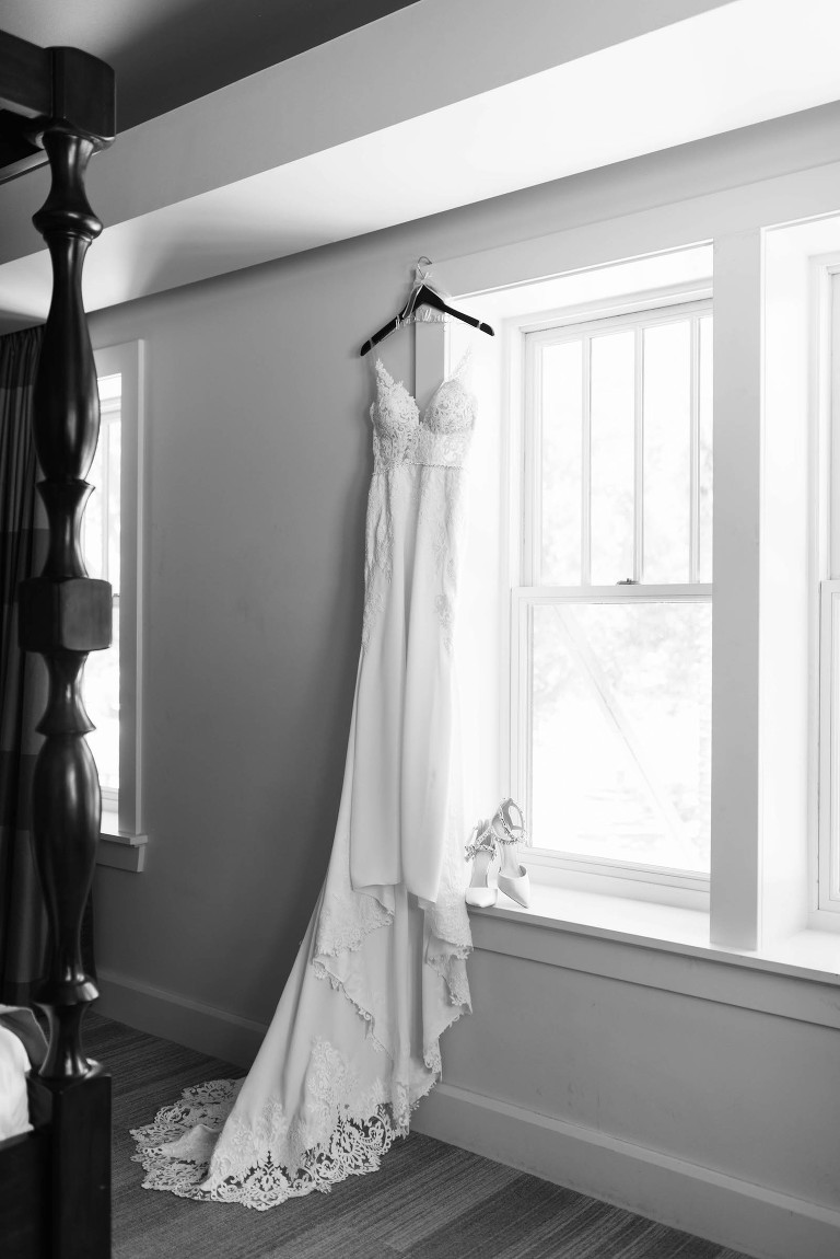 Stella York Lace Sheath Spaghetti Strap Empire Waist Wedding Dress Bridal Gown Shot