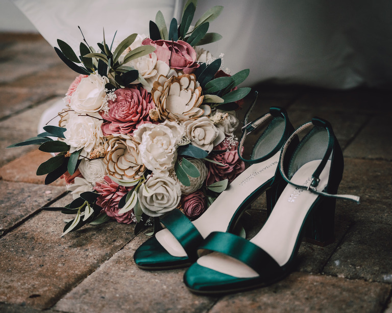 Emerald Green Satin Wedding Bride Shoes with Paper Flower Bouquet with Wood Roses