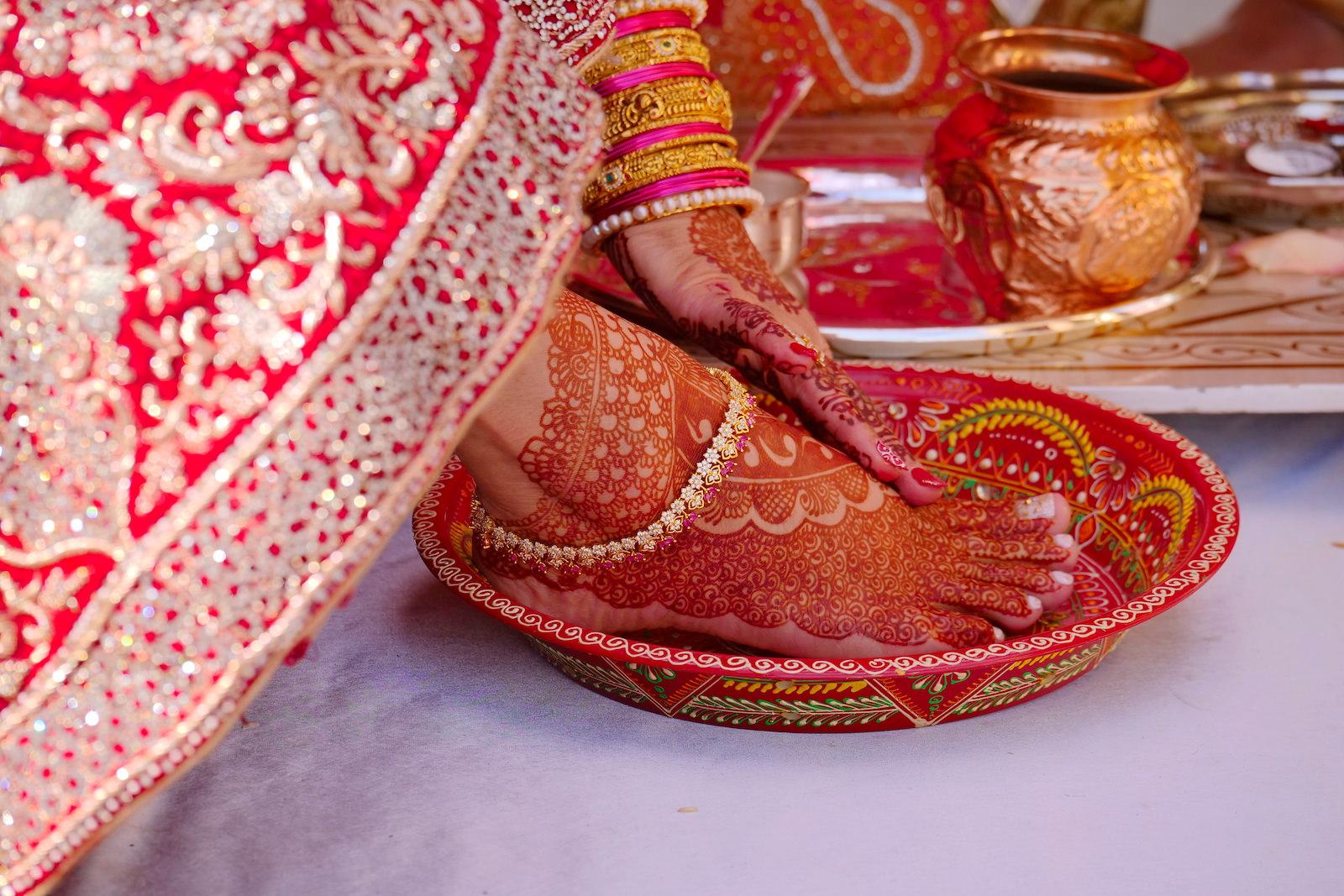 Traditional Indian Wedding Ceremony | Bride Foot Mendhi