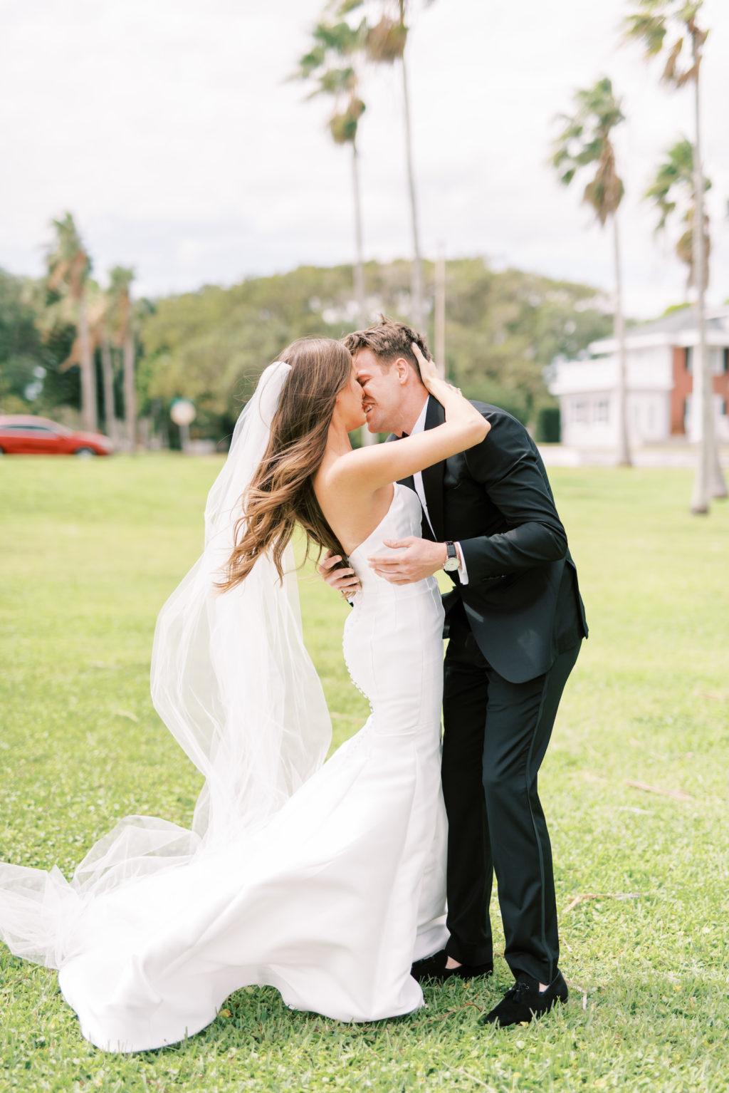 Florida Bride and Groom Outdoor Wedding Photo | Tampa Bay Wedding Photographer Kera Photography | Wedding Hair and Makeup Femme Akoi Beauty Studio