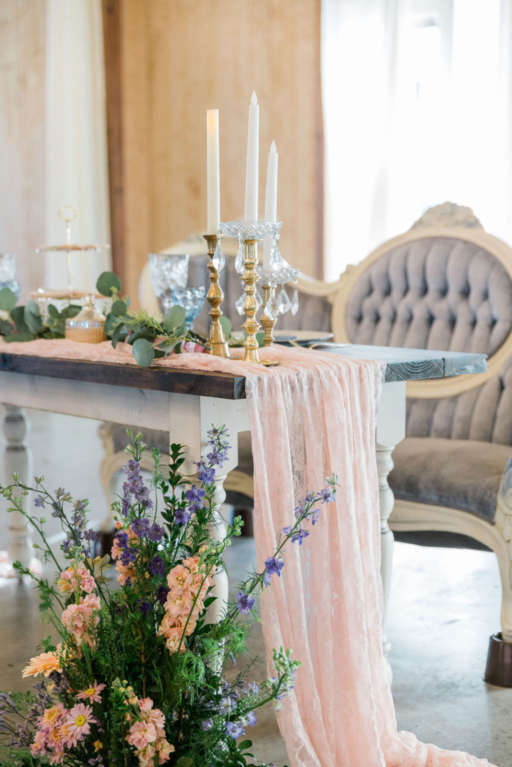 Vintage Wedding Love Seat   Wedding Ceremony Seating   Covington Farms